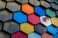 用木元素盖的房子墙壁 免版税库存照片