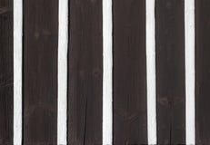 用木材建造建筑学墙壁细节纹理样式黑色白色木头的一半 图库摄影