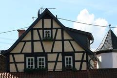 用木材建造的半房子 免版税库存照片