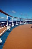 用栏杆围船顶层的巡航甲板 免版税图库摄影