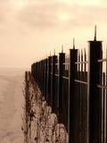 用栏杆围雪的灌木 免版税库存图片