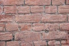 用桃红色油漆涂的砖墙 库存图片