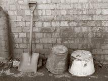 用桶提单色老铁锹 免版税库存照片