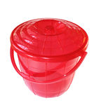 用桶提红色 库存图片