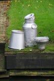用桶提罐装牛奶 免版税库存图片