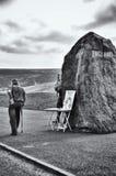 用棍子走到苏格兰的人 免版税库存照片