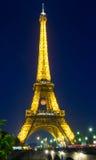 用欧洲champio的足球baloon装饰的埃佛尔铁塔 免版税库存照片