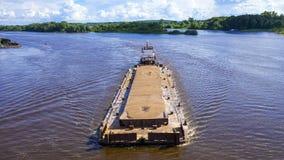 用沙子装载的河驳船 库存照片
