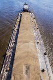 用沙子装载的河驳船 免版税图库摄影
