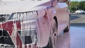 用泡沫盖的汽车 影视素材