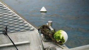 用海藻报道的小船` s绳索 股票视频