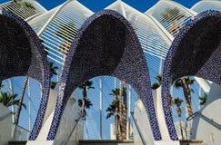 用深蓝色的全国西班牙马赛克装饰的L ` Umbracle建筑细节,巴伦西亚10月2016年,西班牙 图库摄影