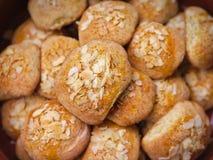 用烤杏仁和开胃被烘烤的外壳盖的酥脆曲奇饼 图库摄影