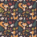 用狐狸做的无缝的逗人喜爱的秋天样式,鸟,花,植物,叶子,莓果,心脏,朋友,花卉,自然,橡子 免版税图库摄影