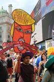 用王牌取胜抗议游行伦敦, 2018年7月13日:反唐纳德王牌招贴 免版税库存照片