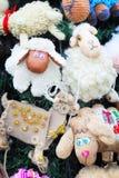 用玩具装饰的圣诞树的片段 库存照片