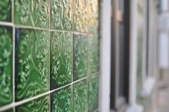 用瓦片装饰的葡萄牙房子 图库摄影