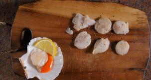 用盐和胡椒晒干的国王扇贝 免版税图库摄影
