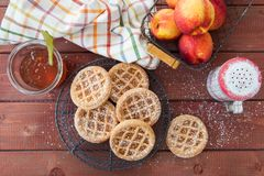用短的外壳做的一点桃子饼 库存图片