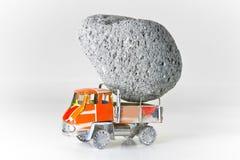 用石头装载的卡车 库存图片