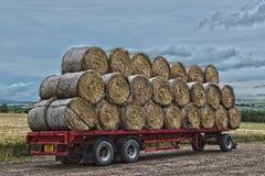 用秸杆装载的拖车 库存照片
