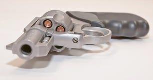 用空心点子弹装载的左轮手枪 免版税图库摄影
