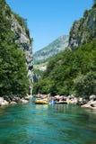 用筏子运送在河Neretva急流  库存图片