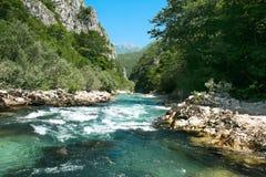 用筏子运送河Neretva、波斯尼亚和黑塞哥维那 库存图片