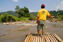 用筏子运送泰国的竹子 免版税图库摄影