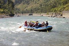 用筏子运送whitewater的尼泊尔 图库摄影
