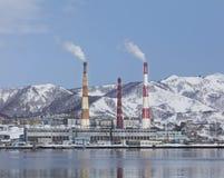 用管道输送发电站上升暖流 库存图片