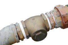 用管道输送在白色背景和裁减路线毁坏了老生锈隔绝的配管钢 免版税库存图片