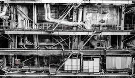用管道输送在能源厂里面 库存照片