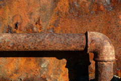 用管道输送生锈的钢 库存图片