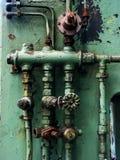 用管道输送生锈的阀门 免版税库存照片