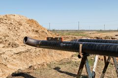 用管道运输包括管子和被焊接的90程度o的汇编 免版税库存照片