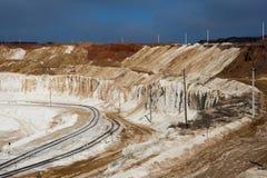 用粉笔写与铁路,别尔哥罗德州,俄罗斯的猎物采矿 免版税库存照片
