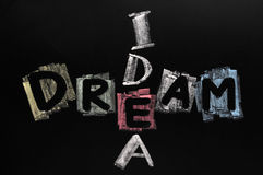 用粉笔写书面的五颜六色的梦想想法 库存图片