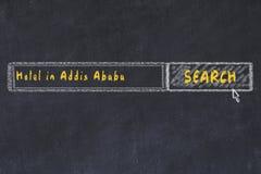 用粉笔写搜索引擎剪影  搜寻和预定一家旅馆的概念在亚的斯亚贝巴 免版税图库摄影