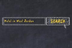 用粉笔写搜索引擎剪影  搜寻和预定一家旅馆的概念在西乔丹 皇族释放例证