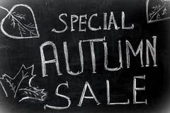 用粉笔写题字,特别秋天销售黑色黑板 库存图片