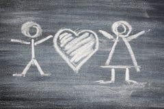 用粉笔写黑人妇女心脏粉笔板,信封,您的设计的红色心脏 美丽 照亮 免版税库存图片