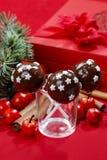 用糖星装饰的巧克力蛋糕流行音乐 免版税库存图片