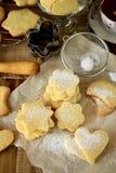 用糖粉末盖的形状的一种油脂含量较高的酥饼 图库摄影