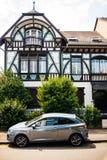 用美好的老绘画装饰的老房子被更新 免版税库存照片