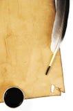 用羽毛装饰墨水老纸张 免版税图库摄影