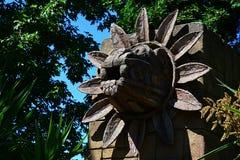 用羽毛装饰的蛇Quetzalcoatl神石雕象在特奥蒂瓦坎崇拜 免版税图库摄影