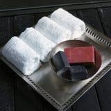 用肥皂擦洗毛巾 免版税库存照片