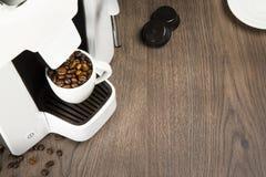 用胶囊在家做的浓咖啡咖啡 免版税库存照片
