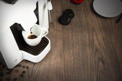 用胶囊在家做的浓咖啡咖啡 免版税图库摄影